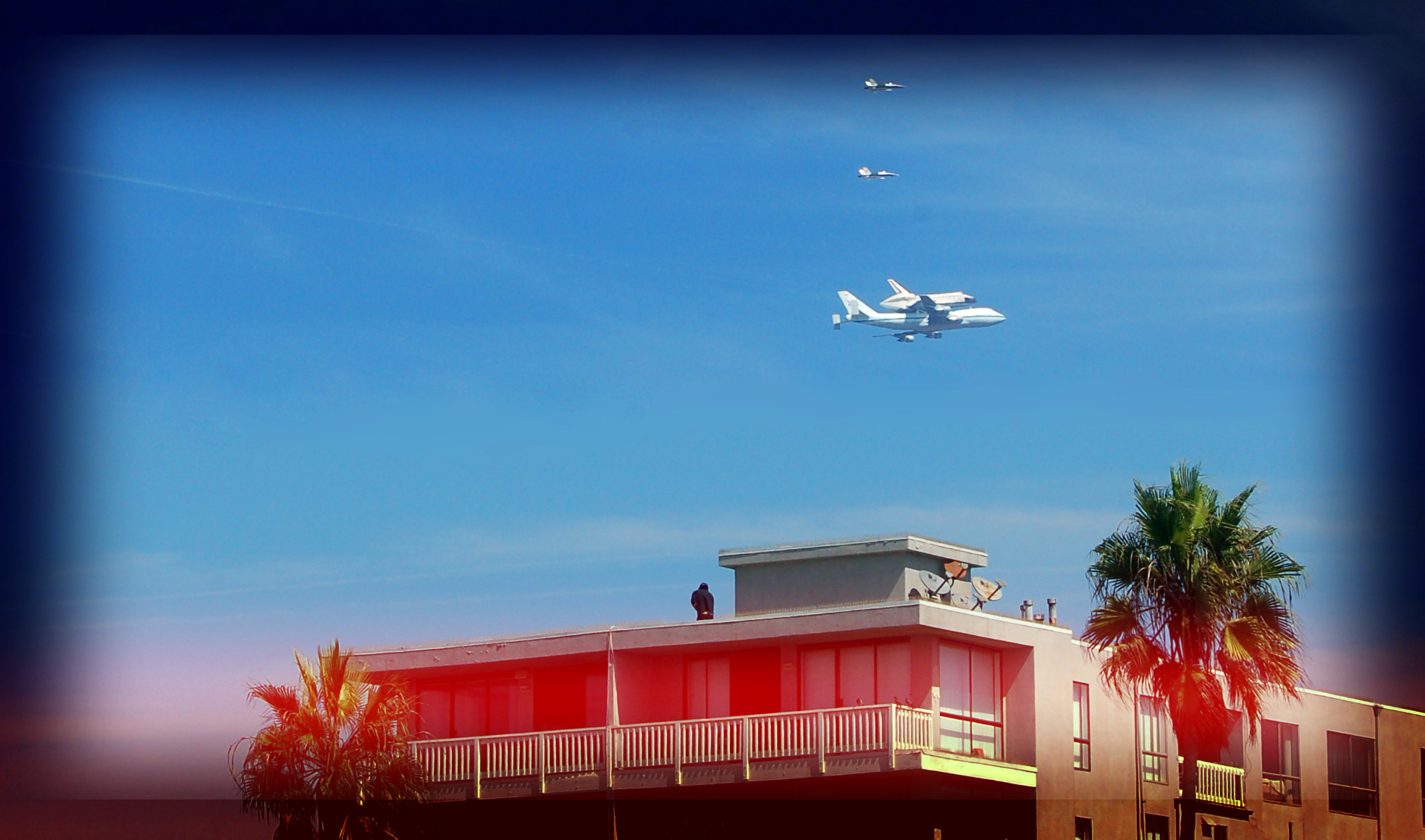shuttle-endeavor-over-venice